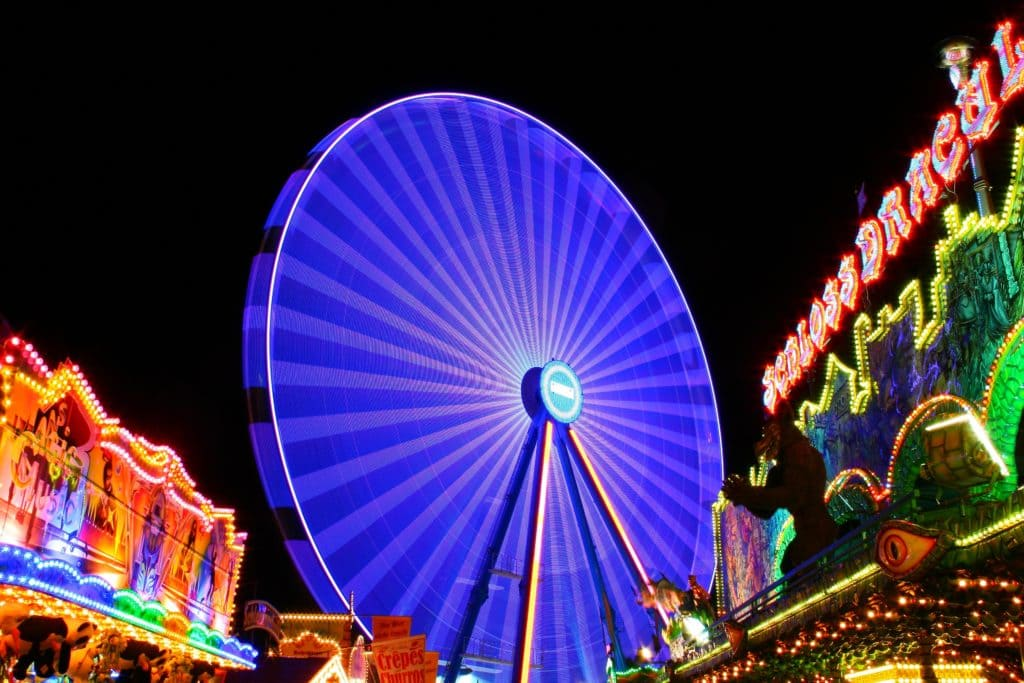amusement park background bright 207248 1024x683 1